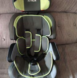 Scaun pentru copii auto.