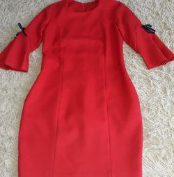 Το φόρεμα είναι καινούργιο.