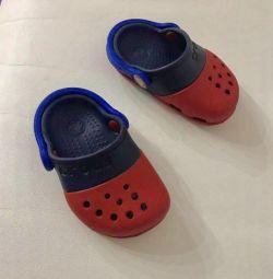 çocuklar için crocs