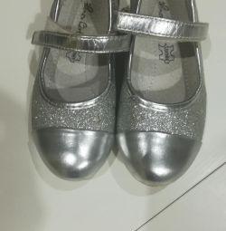 Tatil için ayakkabı 27 kez