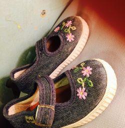 Παπούτσια για το πρώτο βήμα.