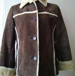 Palton de piele de oaie pentru femei.