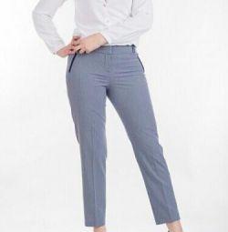 Κομψά παντελόνια των γυναικών