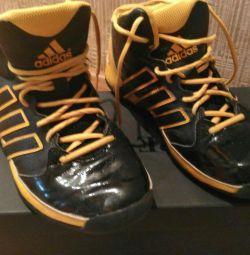 Τα πιο cool παπούτσια μπάσκετ της Adidas