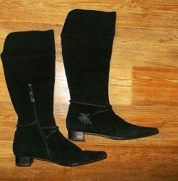 Νέες μπότες σουέτ
