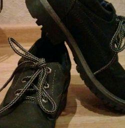 Новые ботинки 37 разм.