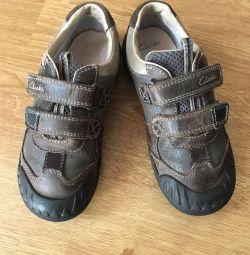 кроссовочки в ідеальному стані фірми Clarks