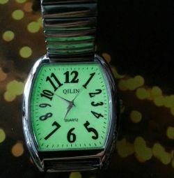 Часы люминесцентные