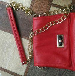 Zincir askılı kırmızı el çantası