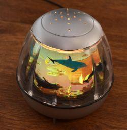Lampă de noapte lampă. Peștele se rotește într-un cerc