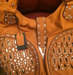 Selling a new leather bag