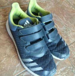 Πουλάω αθλητικά παπούτσια