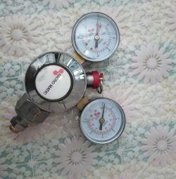 Pressure meter.