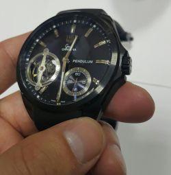 Powerful watch. Mechanics