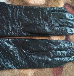 лаковані рукавички