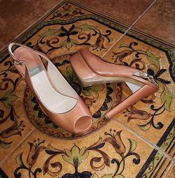 İtalyan sandaletleri.
