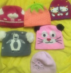 Pălării pentru o fată de 5-7 ani pentru 70 de ruble