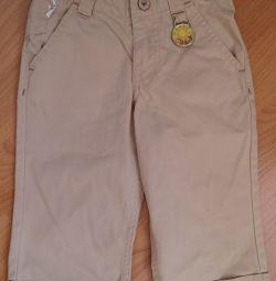 Bir çocuk pantolon