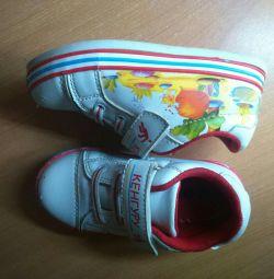 Kangaroo sneakers, size 26
