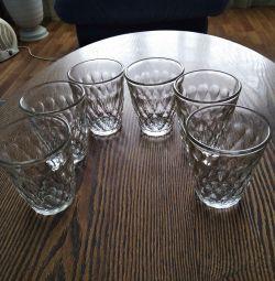 Două seturi de sticlă