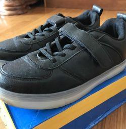Aydınlık çocuk ayakkabıları !!!!