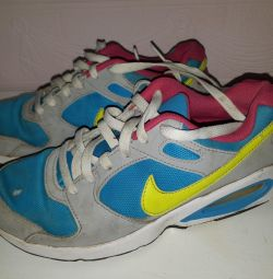 Adidași Nike 38 de dimensiuni care rulează pentru o fată