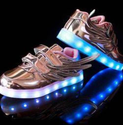 Сяючі кросівки