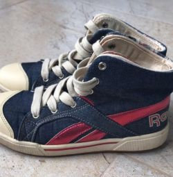 Reebok size 35 shoes