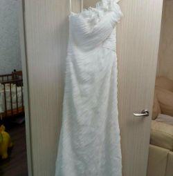 Wedding dress, bargaining is possible.