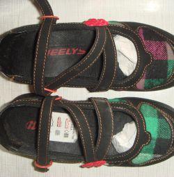 Роликові туфлі, Heelys