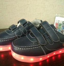 Επαναφορτιζόμενα πάνινα παπούτσια USB με τηλεχειριστήριο
