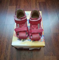 Продаю сандалі Totto