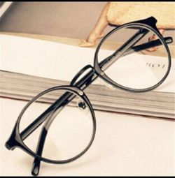 Новые очки с прозрачными стeклами в чeрной оправе