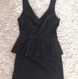 Чeрное плаття з басками