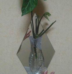 Mirror pot with a vase