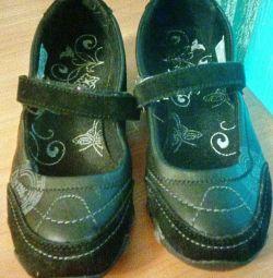 Спортивні фірмові туфлі