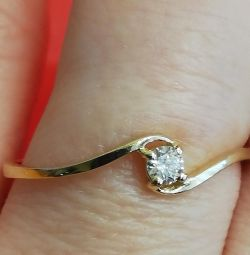 New gold ring with diamond