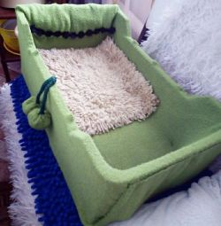 Bed for cats and small dogs