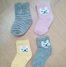 1 yıla kadar çocuklar için çoraplar