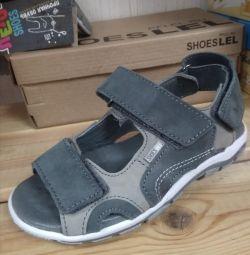 Новые сандалии Лель