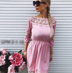 Κομψό φόρεμα.