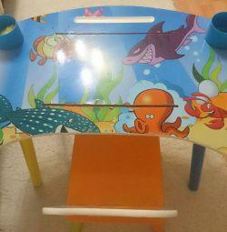 Παιδικό τραπέζι και καρέκλα.