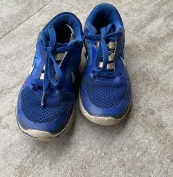 Nike sneakers 28 size