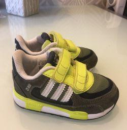 Кросовки adidas 22