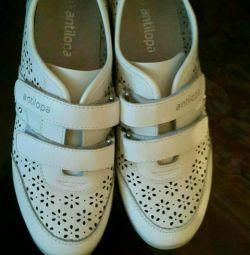 Λευκά πάνινα παπούτσια