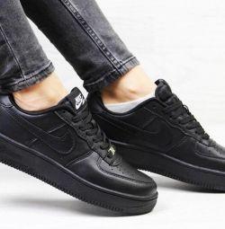 Πουλήστε έως και 70% παπούτσια της Nike