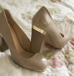 Shoes beige lacquer gold inserts r 37.5 new
