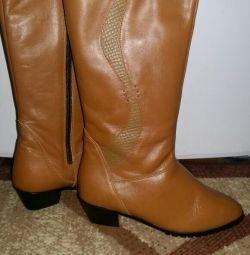чоботи нові