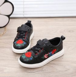 Sneakers with embroidery