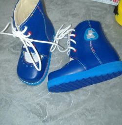 Sandalele sunt noi ortopedice